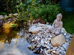 Ein Gartenteich ist immer ein Hingucker im Garten und eine Oase der Ruhe.